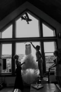 bride getting ready st adele quebec laurentides black and white morning montreal wedding photographer captured authentic moment with airplane toy mom and best friend maid of honor