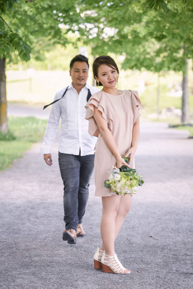 michelle evan couple engagement session casual style stylish love montreal alain simon fleurs asian prewedding photoshoot jeans shirt relaxed bois franc park sunny day trees