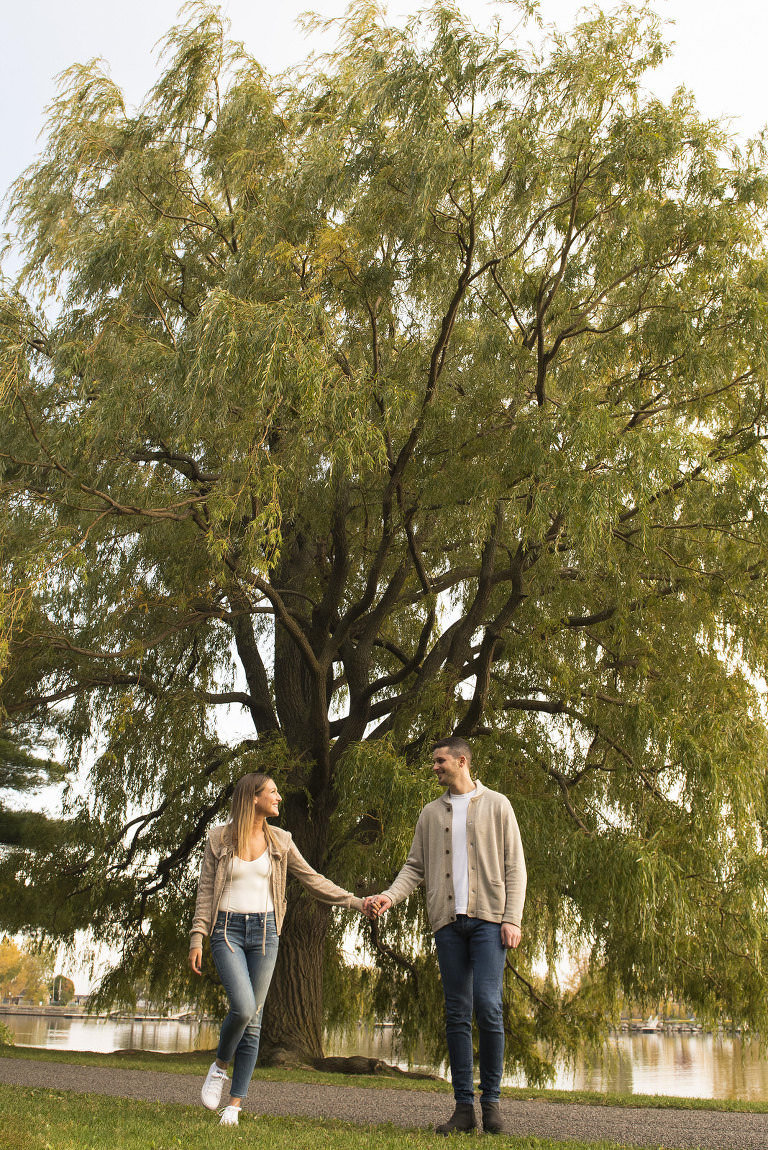 suzy rossdeutscher greg kirstein jeans casual engagement esession prewedding photoshoot shoot tree lachine canal jewish young trendy romantic couple